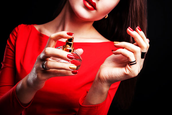Ngoài vẻ đẹp về ngoại hình, thứ có thể gây ấn tượng mạnh mẽ cho người đối diện chính là mùi hương